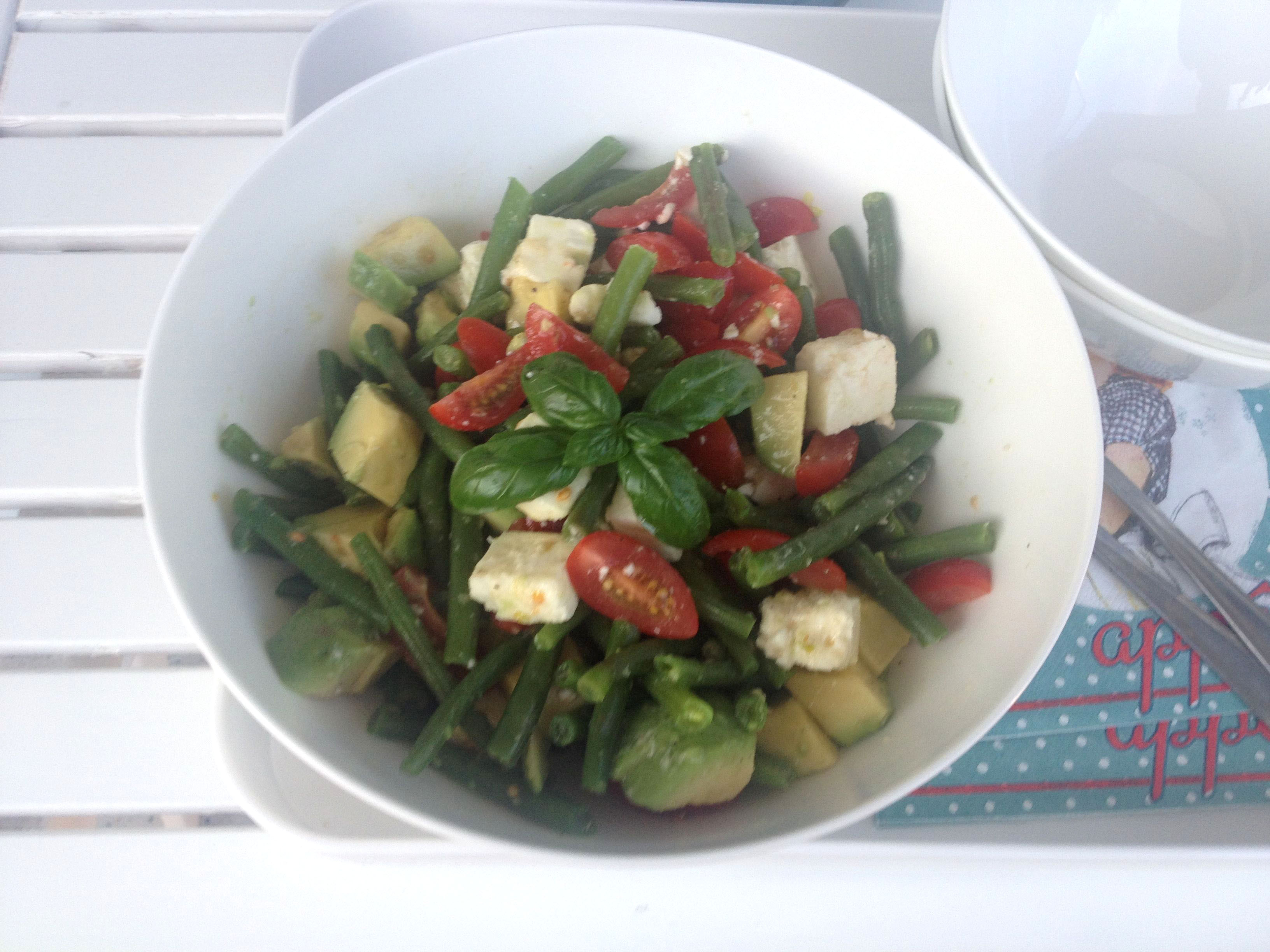 gr ne bohnen avocado salat mit feta und tomaten zitronen und oliven l. Black Bedroom Furniture Sets. Home Design Ideas