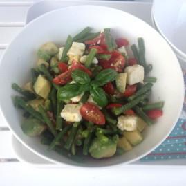 Grüne-Bohnen-Salat mt Feta, Tomaten und Avocado