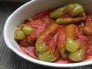 Gebratene Grüne Paprika in Tomatensauce
