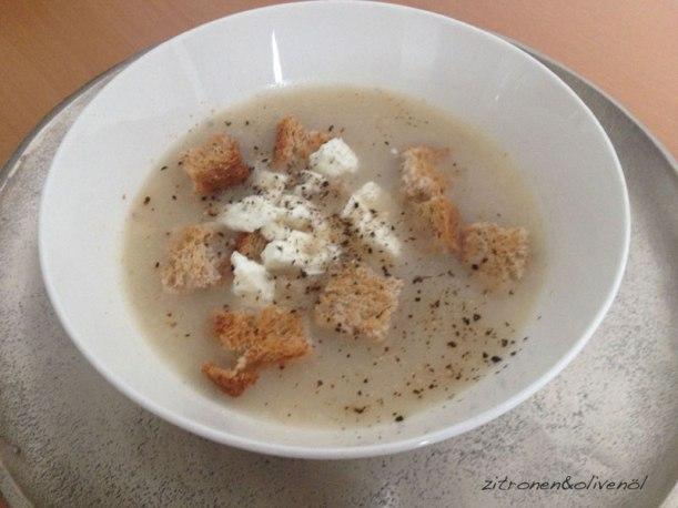 Trachana Suppe mit Feta und Brot