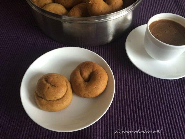 Moustokouloura mit Petimezi - Perfekt zu griechischem Kaffee