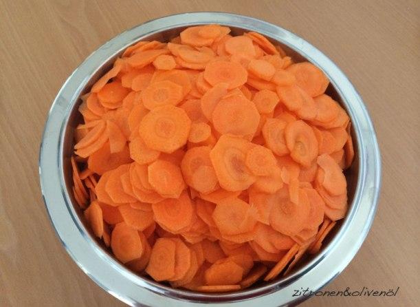 Karottenscheiben für Sirupkarotten, Gluko koutaliou karoto