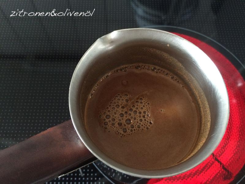 Step 1 - Ordentlich umrühren Griechischer Kaffee