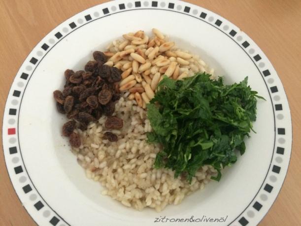 Reisfüllung mit Korinthen, Pinienkernen und Kräutern