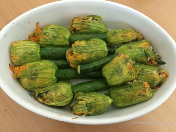 Gefüllte Zucchiniblueten im Ofen
