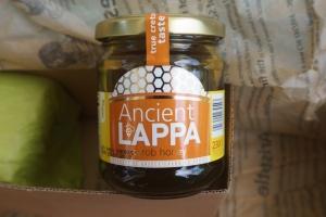 Carob Honig von Ancient Lappa im Paket von Monthly Flavors