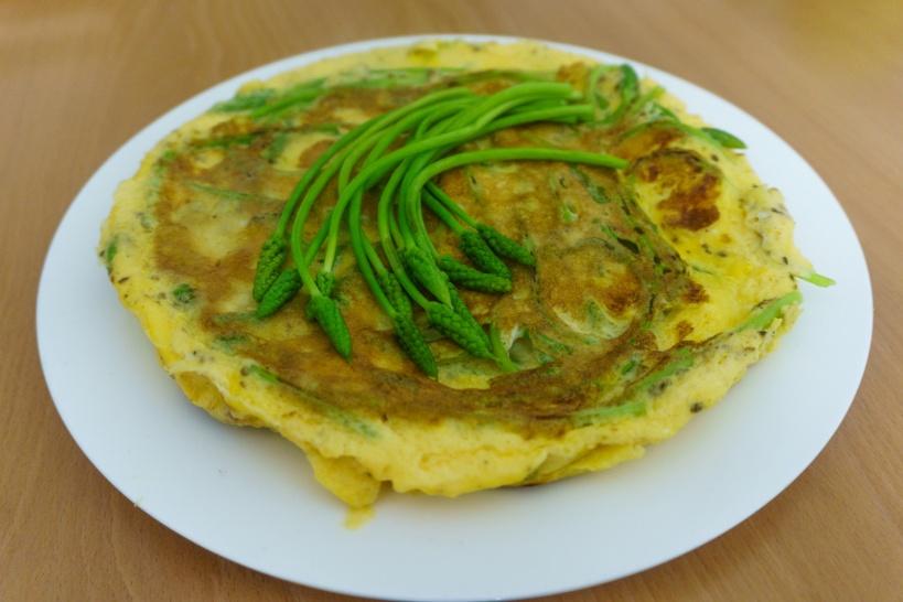 Omelett mit wildem Spargel