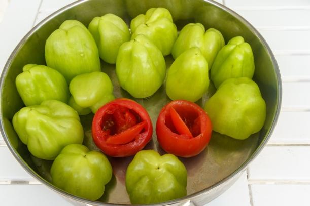 Paprika und Tomaten zum Füllen