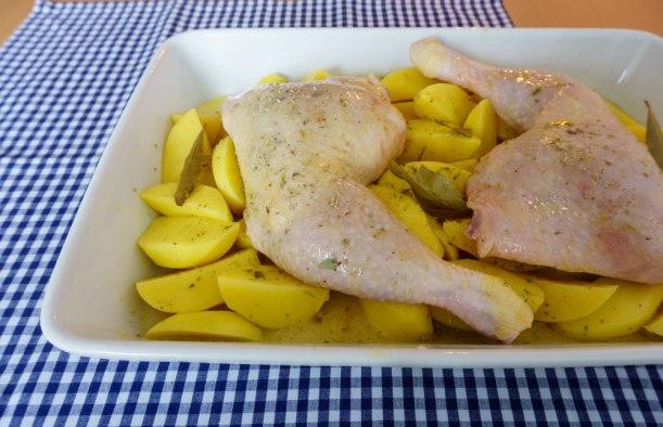 Fertig für den Ofen: Hähnchen mit Zitronenkartoffeln