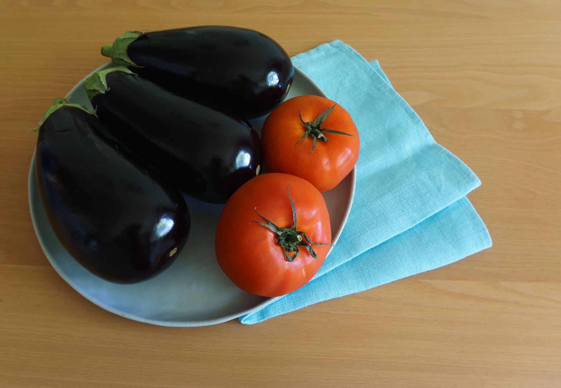 Tomaten und Auberginen