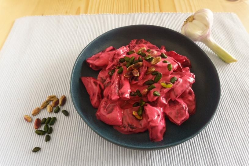 Rote Bete Salat mit griechischem Joghurt und Pistazien