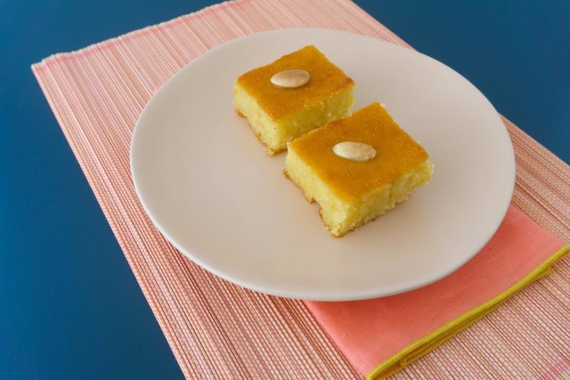 Samali, griechischer Grießkuchen mit Joghurt und Mastix